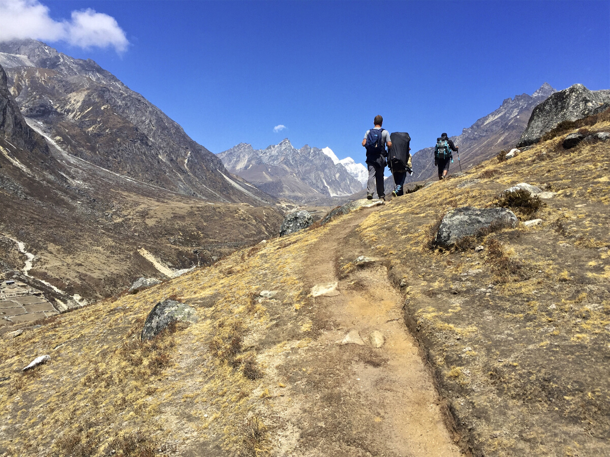 Destinations // Everest Base Camp Trek Day 5: Thame to Lumdeng